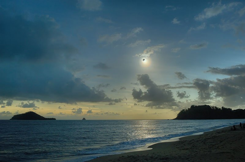 dark-sun-over-queenland-before-eclipse-november-2012