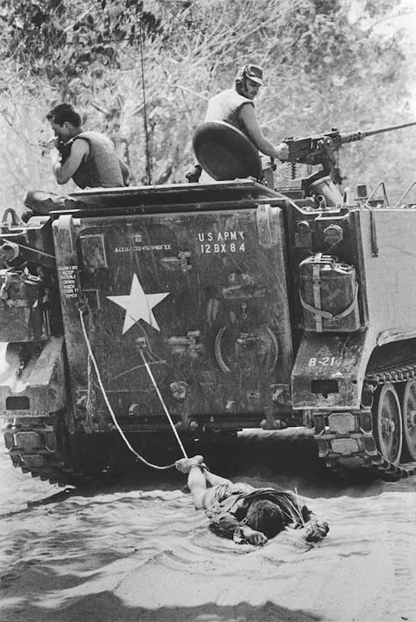 American-Soldiers-Dragging-Viet-Cong