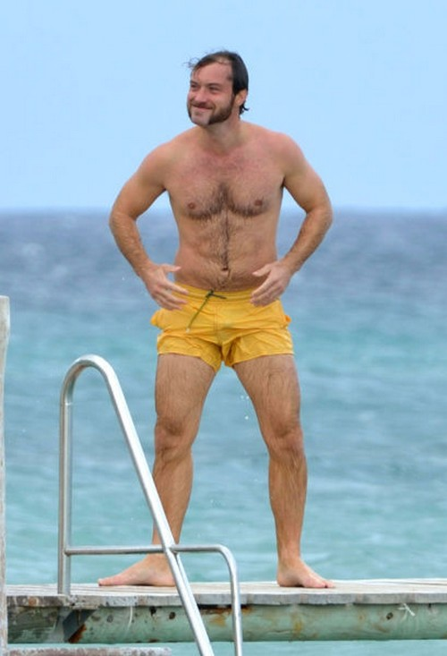 This photo of a mutton-chopped Jude Law