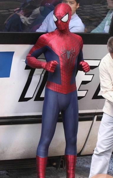 amazing-spider-man-2-set-photo-bus-3-304x600
