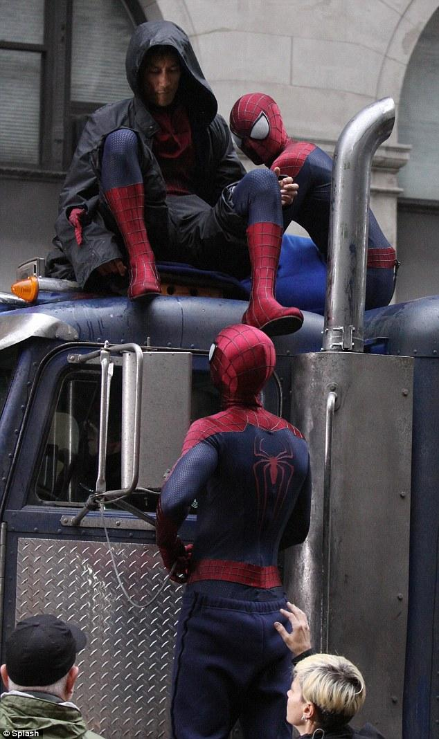 multiple spider man in the amazing spider man 2