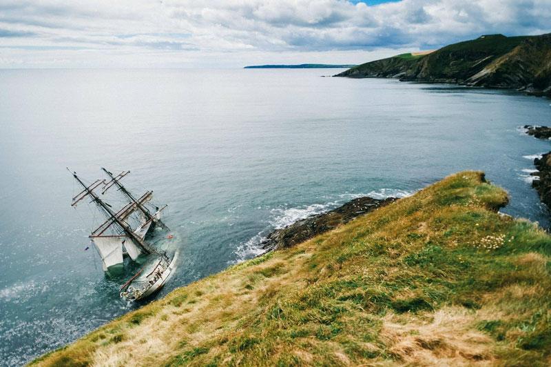 Astrid 95-YEAR-OLD SHIP RUNS AROUND IN IRELAND
