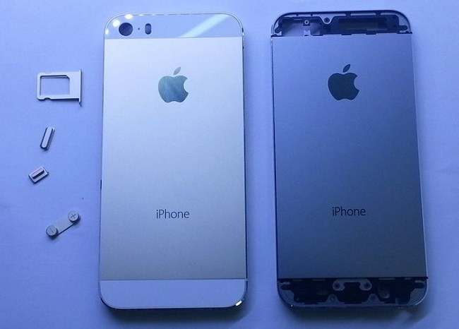 Images of iPhone 5C and iPhone 5S