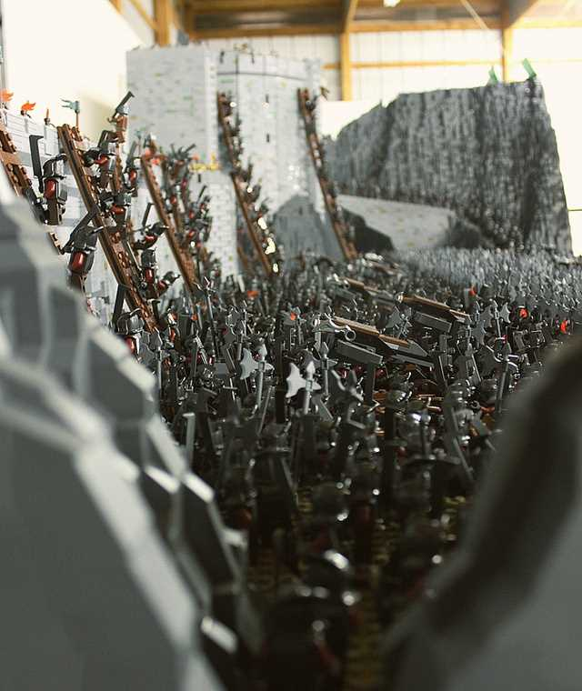LEGO Brick LORD OF THE RINGS Helm's Deep Battle Scene