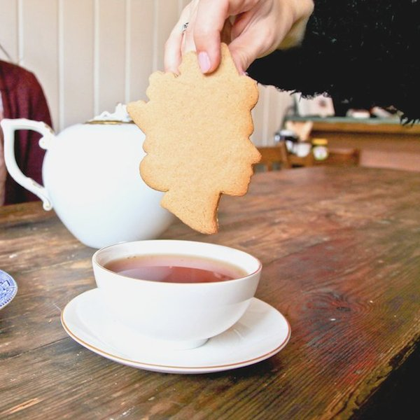 Tea-with-the-Queen-Cookie-Cutter