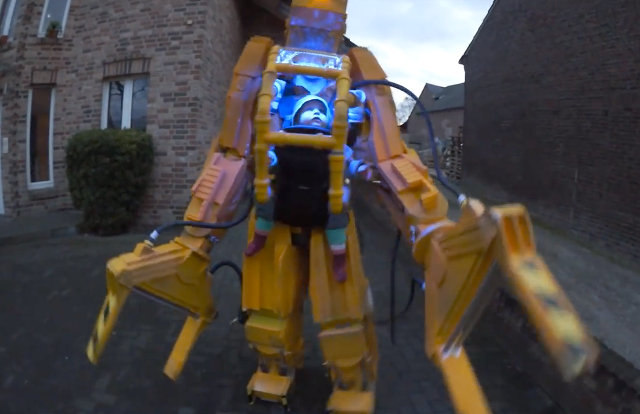Dad Builds Power Loader Costume For Him & Daughter