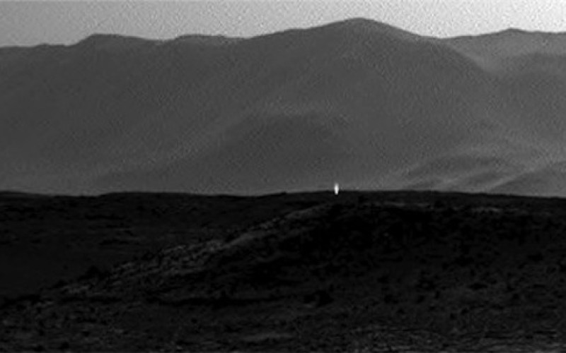 Weird light spotted on Mars