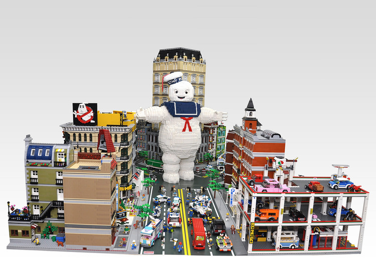 Marshmallow Man Attacks Ghostbusters in LEGO NYC