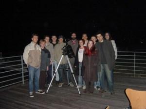 Slika 1. Mladi astronomi na strehi Gimnazije Ptuj
