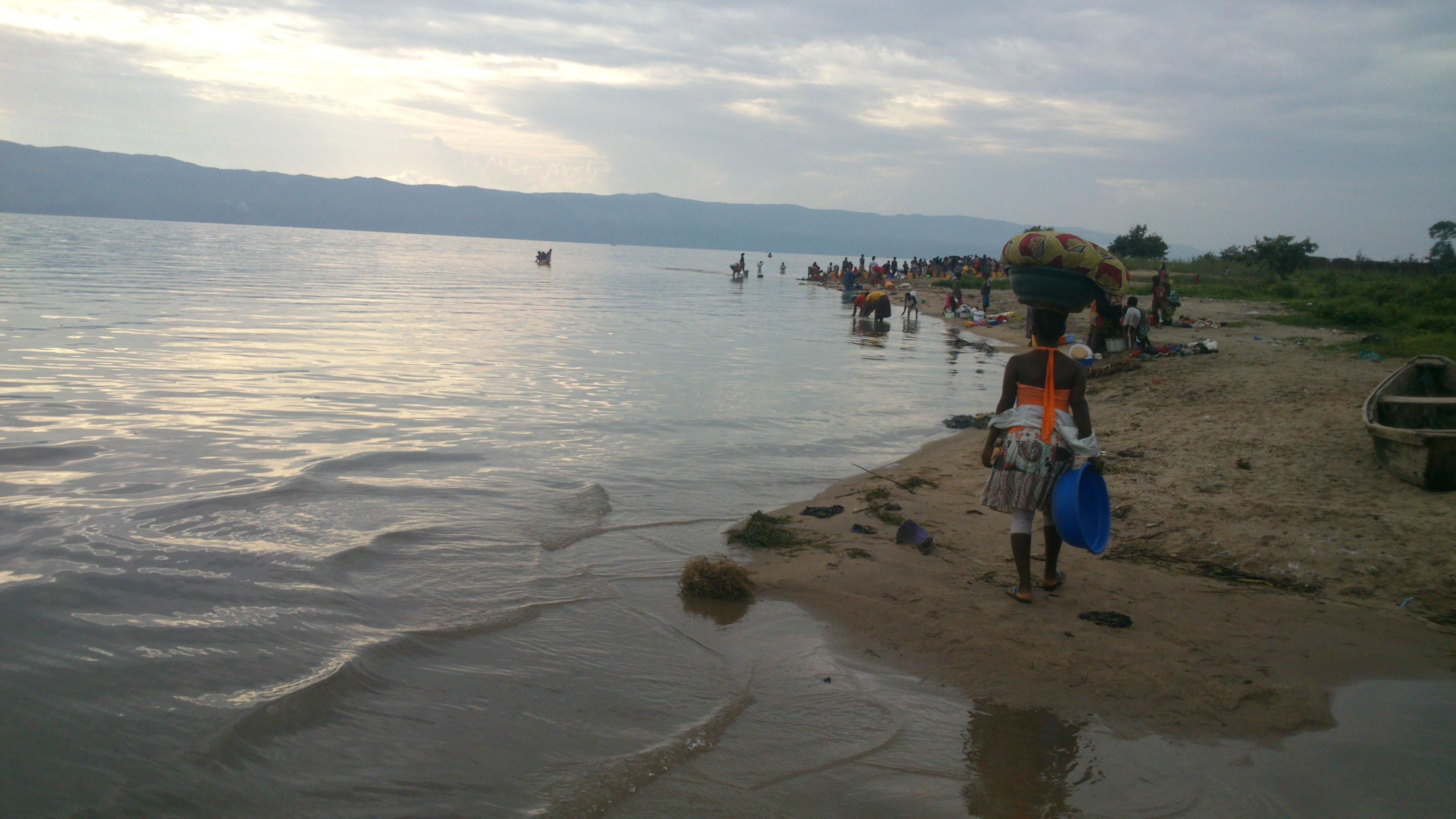 Baraka-Fizi : Hapa tuko Maeneo za BARAKA tarafizi,kwenye ziwa tanganyika
