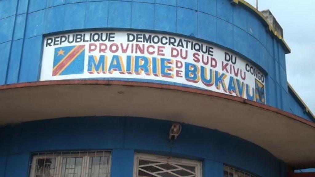 BUKAVU-RDC : le coup de chapeau dela fem au maire dela ville.