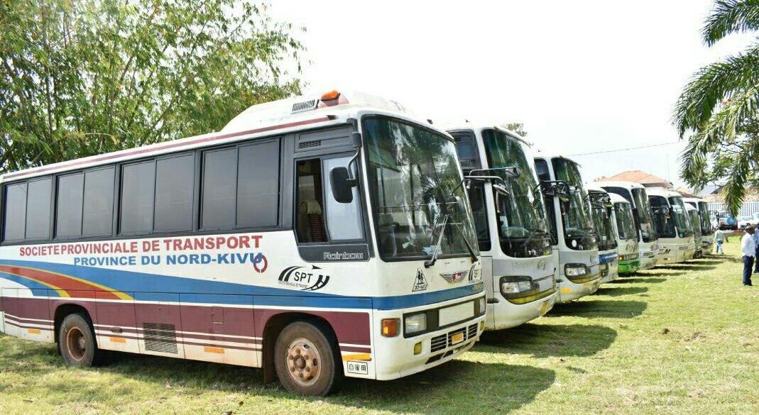 ©Ph Zachée, vu les bus, un don du Gouverneur Carly Nzanzu Kasivita.