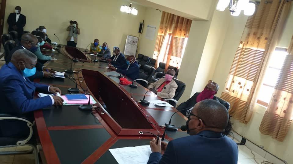 Sud-kivu : Théo Kasi Ngwabindje et le Barza intercommunautaire main dans la main pour parler de la pandémie à corona virus, la sécurité et pour prêcher l'unité nationale