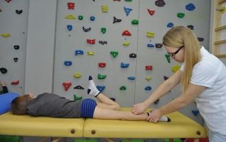 masaż łydki dziecka tkanki głębokie