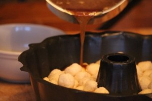 monkey-bread-pouring-sugar