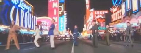 東宝創立35周年記念作品『クレージー 黄金作戦』において、ラスベガスの目抜き通りを踊りながら進軍するクレイジー・キャッツの面々