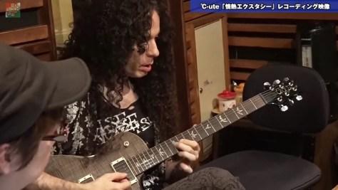 『情熱エクスタシー』をギター演奏するMARTY FRIEDMAN(マーティ・フリードマン) YouTubeから引用