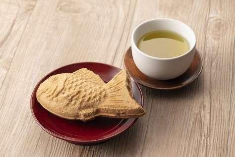 あんこの詰まった鯛焼きと緑茶