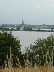 Und einer, bei dem man sieht, daß gleich 2x Wasser zwischen uns und Schleswig liegt