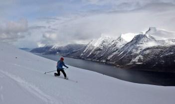 Nice skiing above Vartdalsfjorden