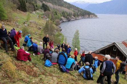 At Kyrkjeteigen. Gertrud and Ragnar share stories