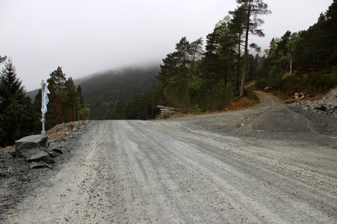 Passing the old road to Omvendeskaret