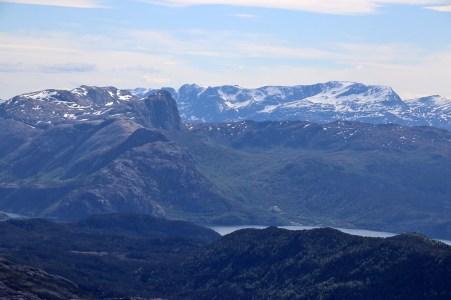 Høydalsnipa and Blægja (background)