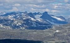 Peaks surrounding Smørstabbreen glacier