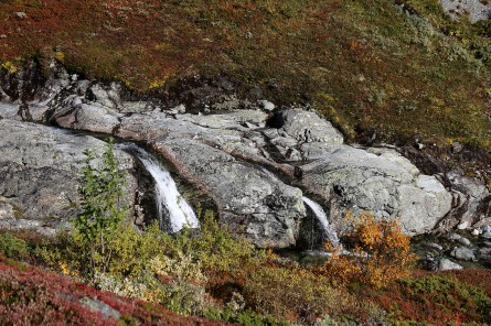Double waterfall in Trøymsbotn