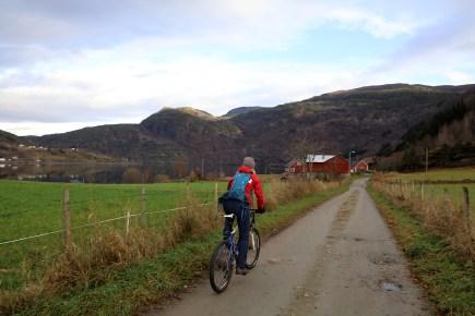 On bikes to Vikastrondi