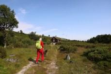 Passing the DNT hut in Raudsjødalen