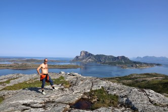 On top of Høgmana with Rødøy in the background