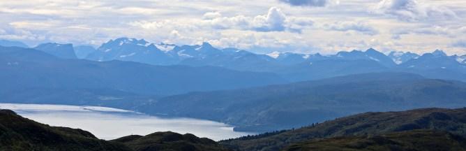 Rugged Møre & Romsdal peaks, seen from Fløystadfjellet