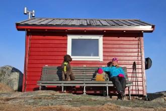 Relaxing outside Toppenhytta