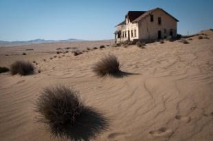 Zub času v zrnkách písku