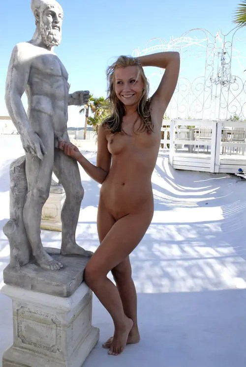 tumblr naked women in public