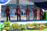 "Perform bintang tamu ""EASYCAPELLA"""