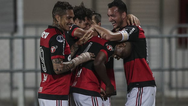 Flamengo goleia Chapecoense e se classifica para as quartas da Sul-Americana