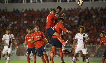 Flamengo sofre virada, sai atrás e decisão será no Maracanã