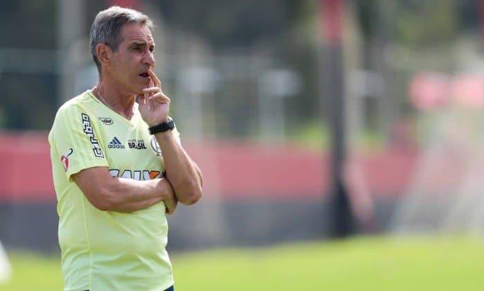 Carpegiani fica perto de definir 'time base' para estreia da Libertadores