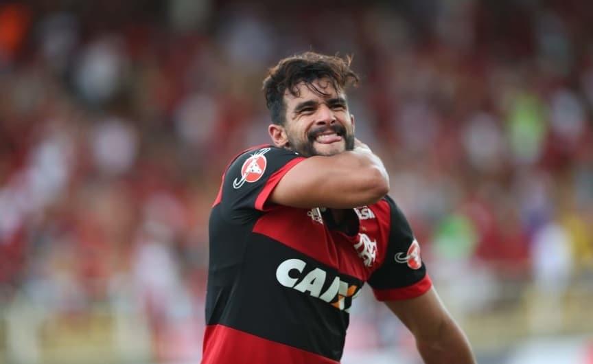Henrique Dourado dedica primeiro gol com a camisa do Flamengo ao filho