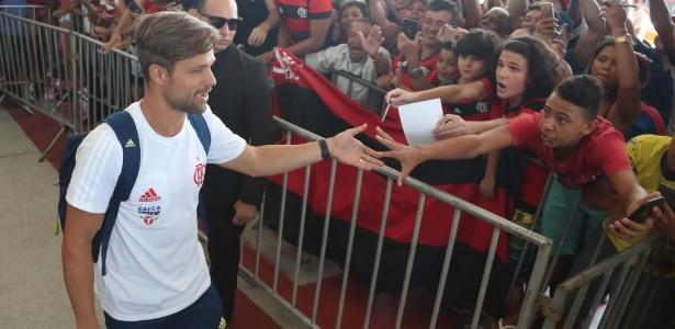 Flamengo é recebido com festa pela torcida antes de final