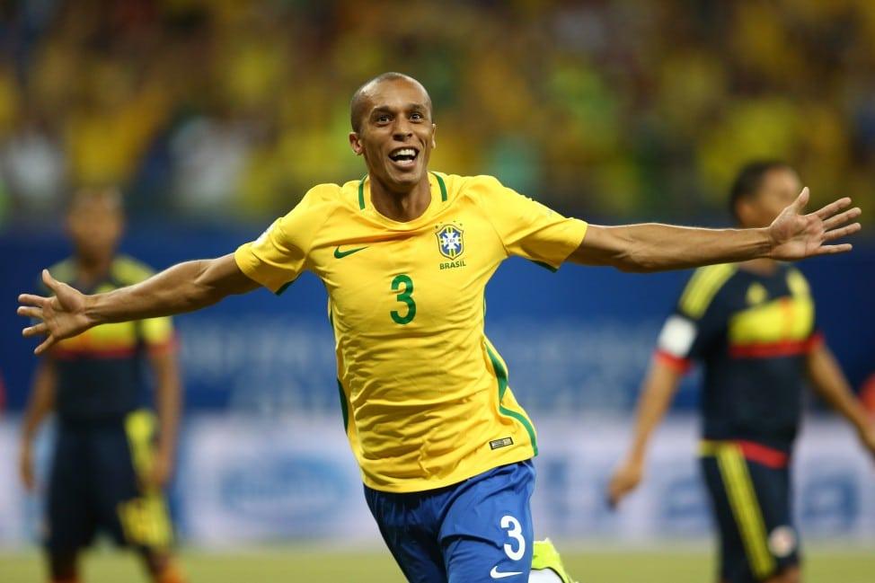 Flamengo tenta contratação de zagueiro Miranda