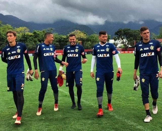 Preparador garante Diego Alves 100% após lesão e analisa goleiros do Fla em 2018