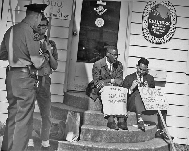 A fair housing protest in 1964 Seattle. (Wikemedia Commons)