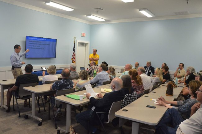 County officials' meeting with Willow Woods residents on Oct. 2. (© FlaglerLive)