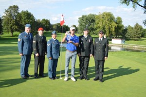 Sam Ryder poses with the winner's trophy at the 2015 National Capital Open to Support Our Troops along with members of the Canadian Armed Forces (Photo: Joe McLean, Flagstick.com)
