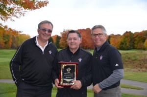 Rémi Pronovost receives his plaque from our President, Marcel Paul Raymond, and Jean-Pierre Beaulieu, Executive Director (Photo by Golf Québec)