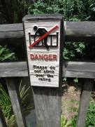 Visto en el zoo. Al otro lado solo te espera muerte