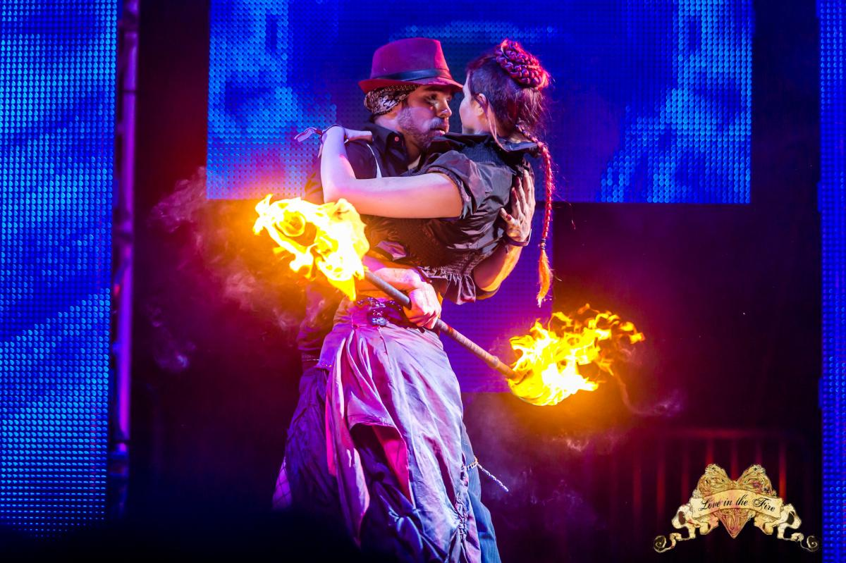 Los Angeles Fire Show Lester & Samantha Flamewater Circus